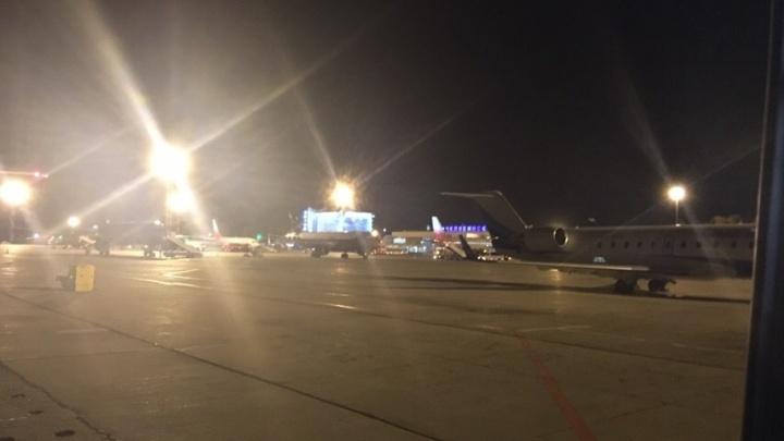 «Раз семь пытались зайти на посадку»: челябинский аэропорт принял самолёты из Кольцово