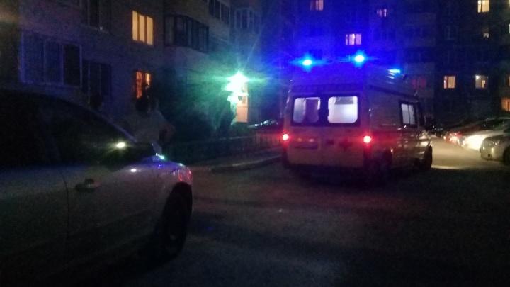 На улице Широтной из окна многоэтажки выпал ребенок