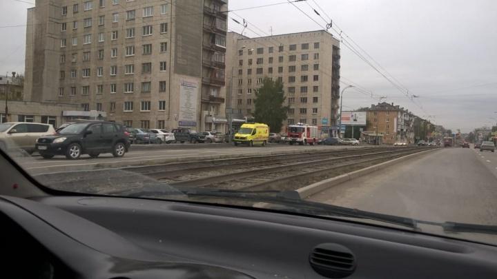 """Покоя нет ни днём, ни ночью: на Донбасской второй раз за сутки """"заминировали"""" жилой дом"""