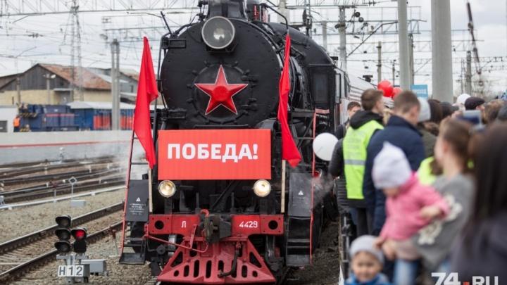 До Кыштыма и обратно: ко Дню Победы ветеранов-железнодорожников прокатили на ретропоезде