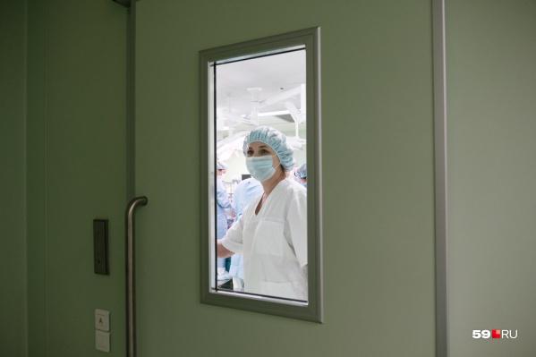 Специалисты КДКБ провели уникальную операцию ребёнку с пневмонией