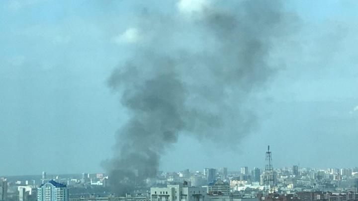 Столб чёрного дыма поднялся над Горским жилмассивом