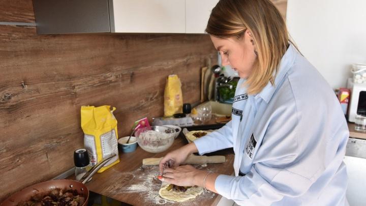 Еда за три рубля: блинчики с лососем на завтрак, акула на ужин — как в кафе у моря