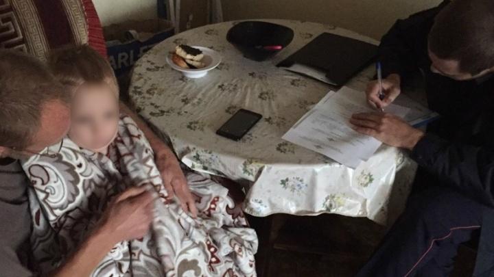 В Волгограде прохожие развернули спецоперацию по спасению ребенка, гулявшего в окне девятиэтажки