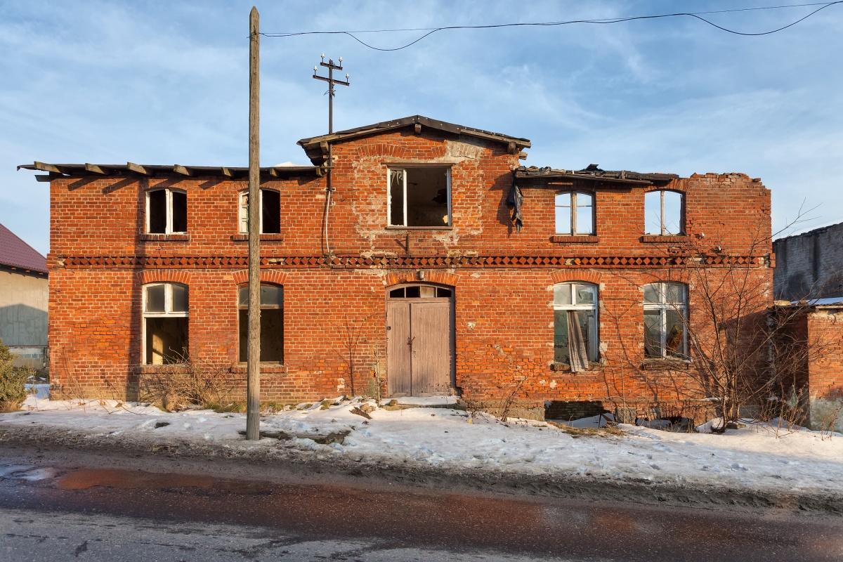 Крыша едет: обзор поправок в закон об аварийном жилье