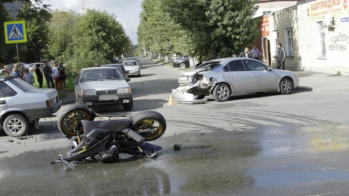 Группа разбора: виновен ли автомобилист в таране быстрого байкера