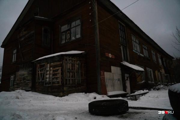 Единственный оставшийся зарегистрированный в доме жилец — Сергей Карташов