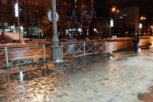 Накануне утром голый лёд можно было встретить и в самом центре Архангельска<br>