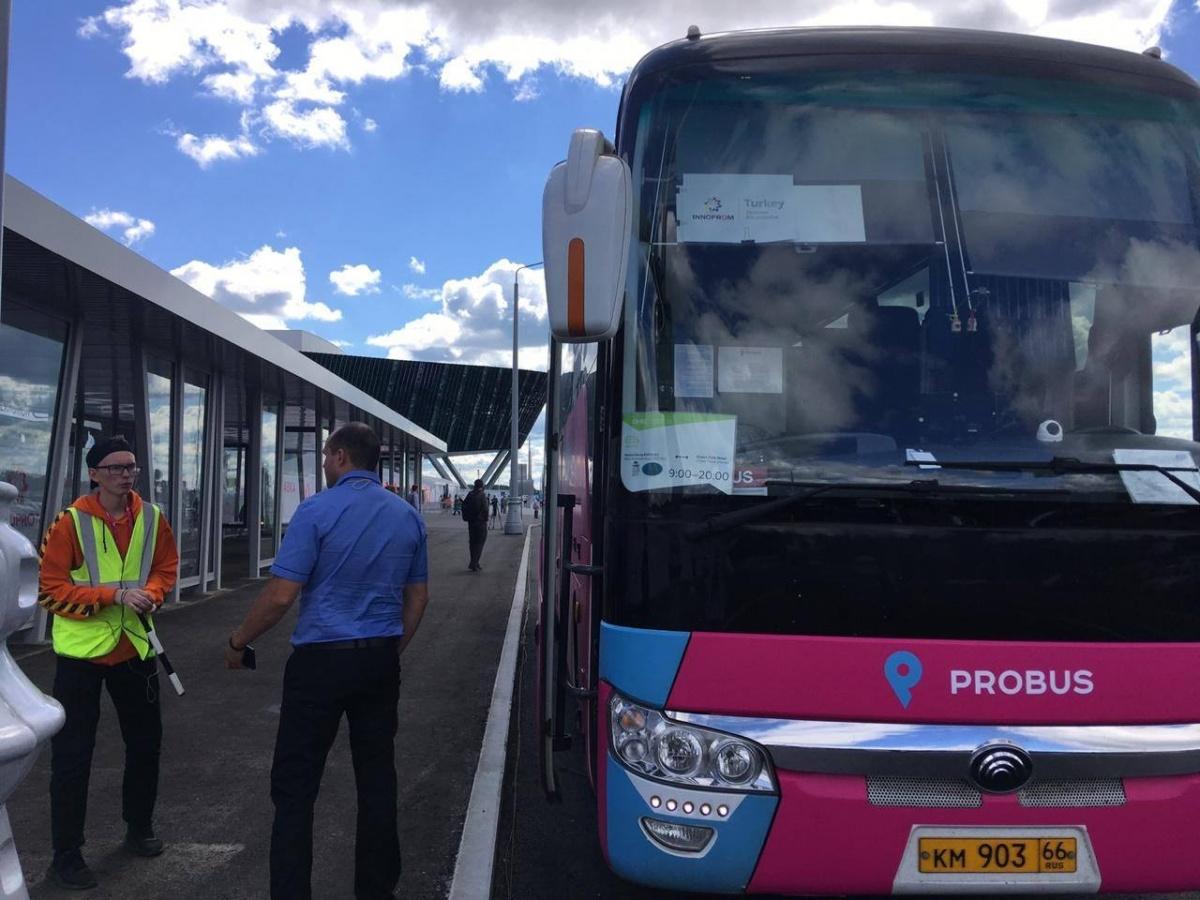 Эти автобусы ходят каждый час