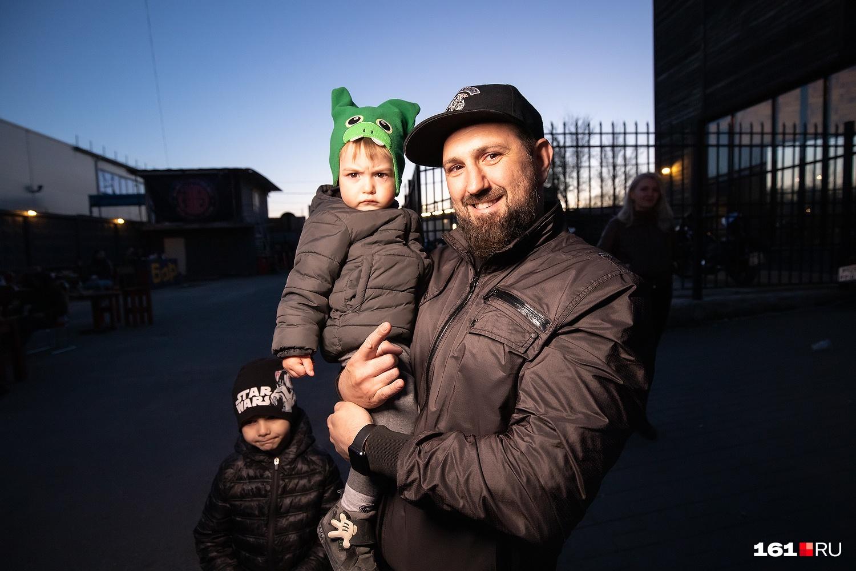 Дети ростовских байкеров настолько суровы, что идут на открытие сезона вместе с родителями