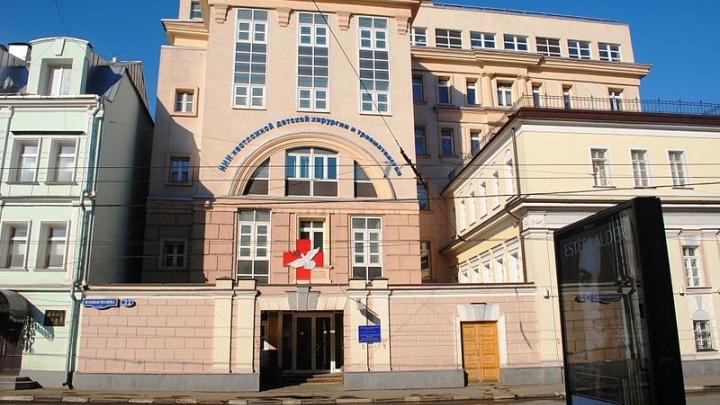 Пострадавшую от нападения собаки девочку из Боровского прооперируют в госпитале Рошаля