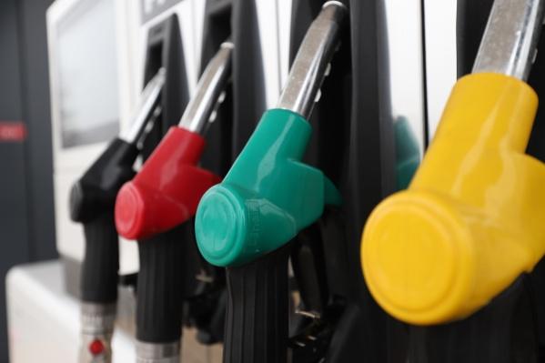 Стоимость бензина в Ростовской области снизилась всего на 30 копеек