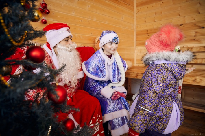 Жители микрорайона выстроились в очередь в приёмную Деда Мороза