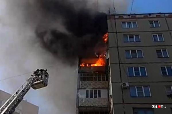 Пожар возник на девятом этаже