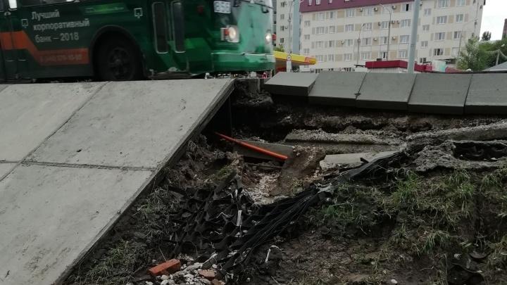 Последствия ливня: на Московском шоссе около Ботанического сада смыло грунт