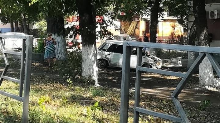 Шальная «пятерка»: в Самаре вазовская легковушка не поделила перекресток с «Шевроле»