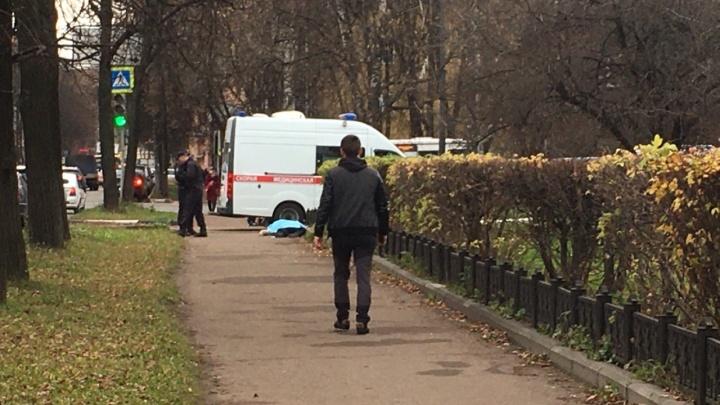 В Ярославле у «Дома моды» нашли мертвого мужчину