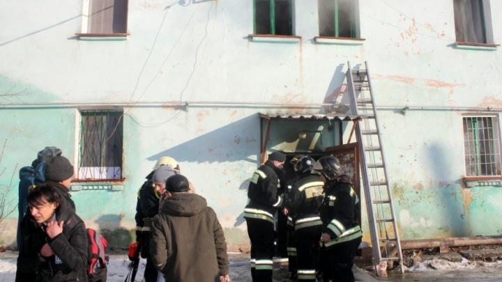 «В доме всё нормально»: жильцы погоревшего в Челябинске барака вернутся в свои квартиры