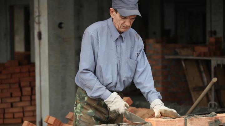 Особенно не хватает бетонщиков: эксперты назвали самые непопулярные специальности в Новосибирске