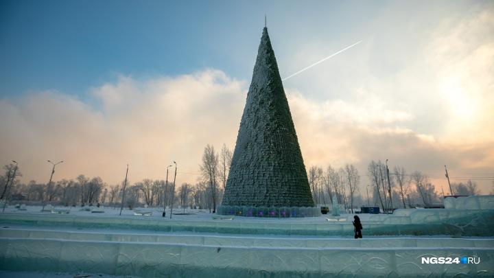 На Татышеве завершился монтаж новогодней елки высотой с 18-этажный дом
