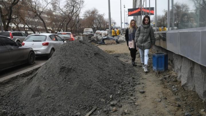 Мэрию пытаются оштрафовать за укладку плитки на Ленина. Но не потому, что сорваны сроки