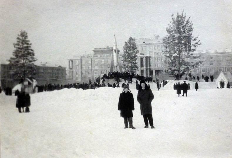 Ёлка на месте будущего Монумента Славы в 1965 году