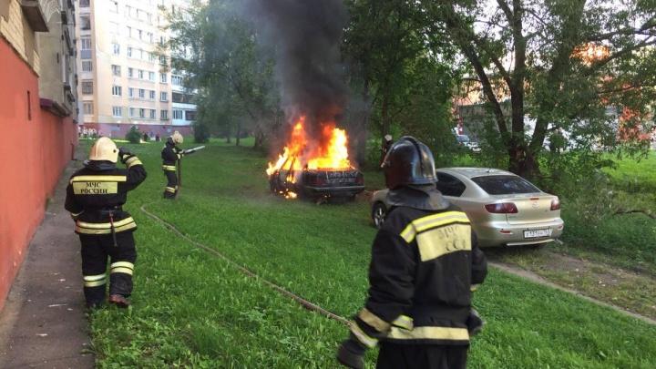 Это автовойны? Каждый день в одном районе Ярославля поджигают машины