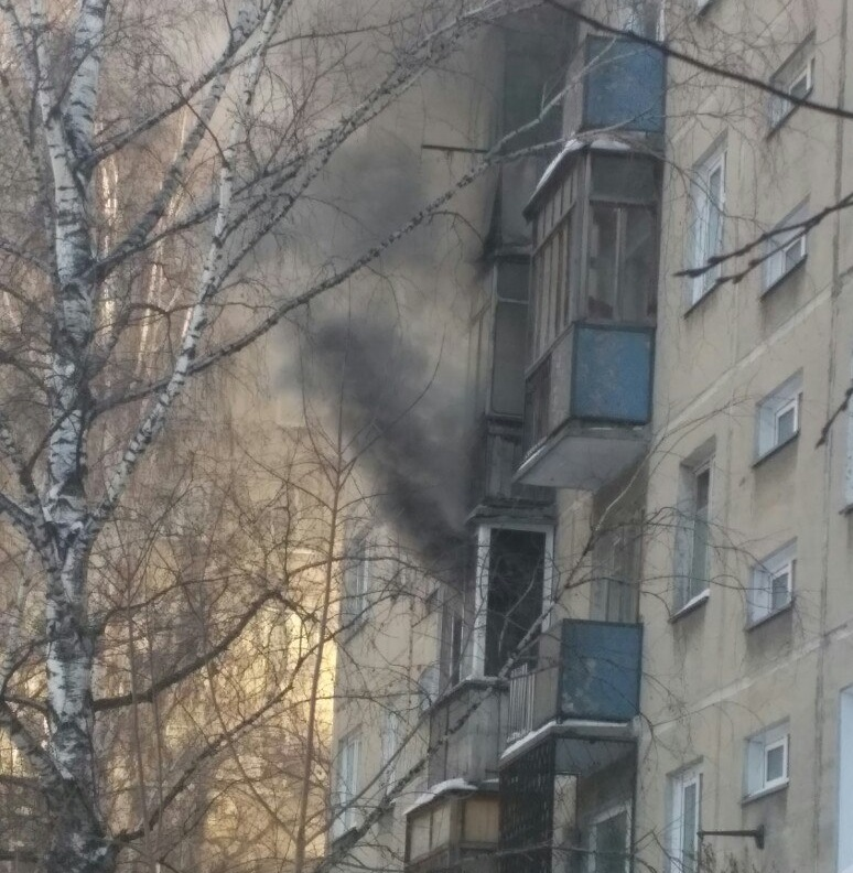 11 человек спасли пожарные изгорящего дома вцентре Новосибирска