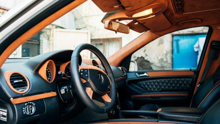 «Я езжу внутри автомобиля, а не снаружи»: зачем челябинец прокачал салон своего «Мерседеса»