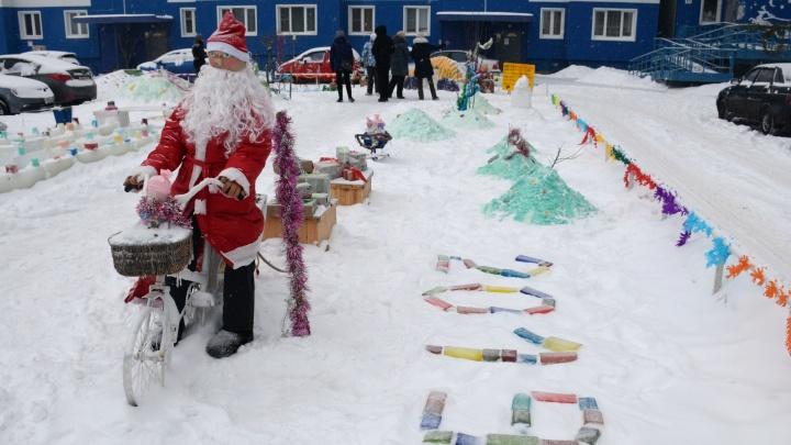 Кто и как украсил город к Новому году: гуляем по улицам Кургана и изучаем украшения из снега и льда