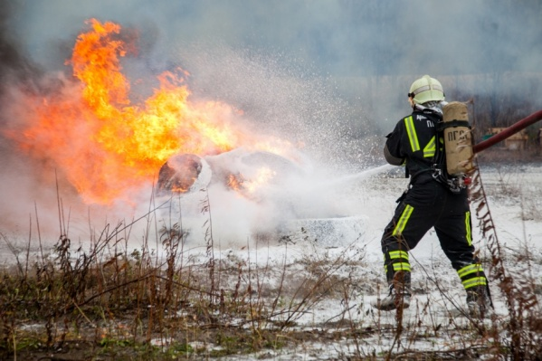 Когда пожарные прибыли на место, дом уже был полностью охвачен огнем