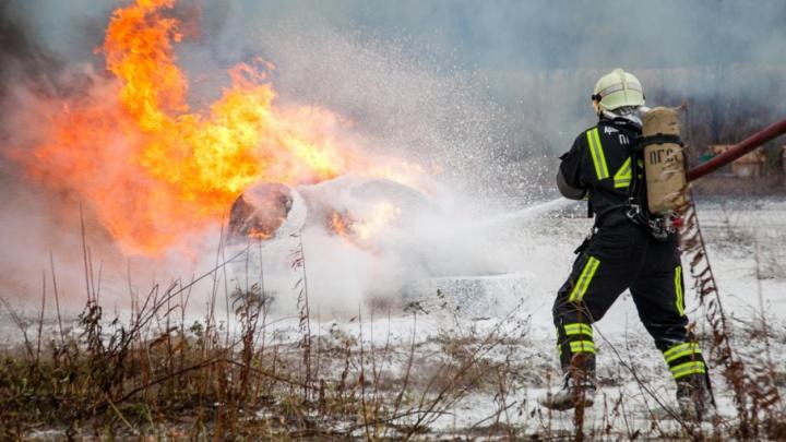 В Вельском районе пожарные ищут хозяина дома, сгоревшего сегодня