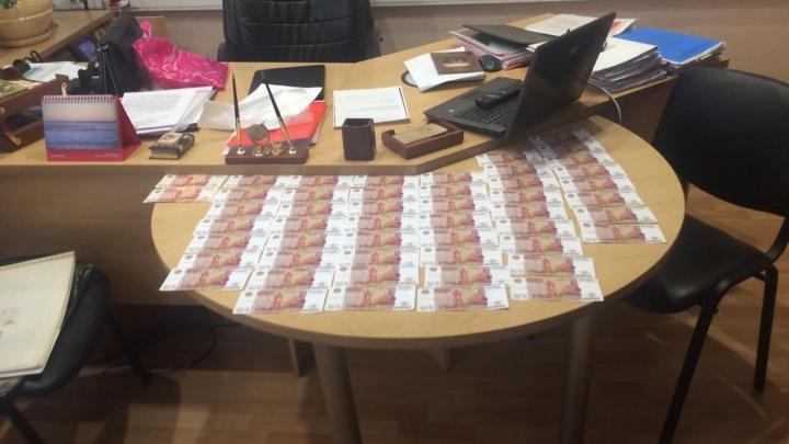 Руководителя управления потребительского рынка в Таганроге задержали за взятку в 250 тысяч рублей