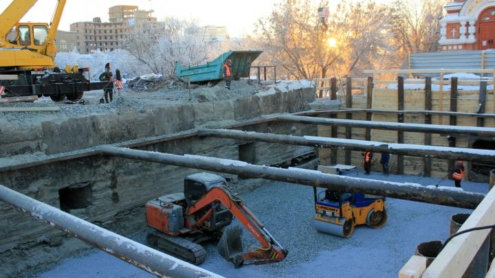 Перед часовней у Юбилейного моста вырыли огромный котлован