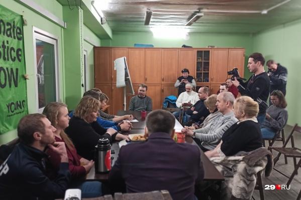 В итоге круглый стол прошел в Соломбале, в офисе экологического движения «42»