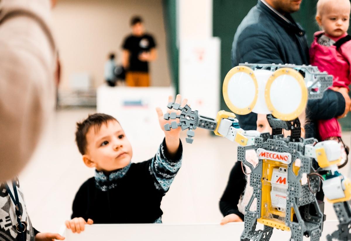 Выставка роботов в ТЦ «Малинка» продлится до воскресенья