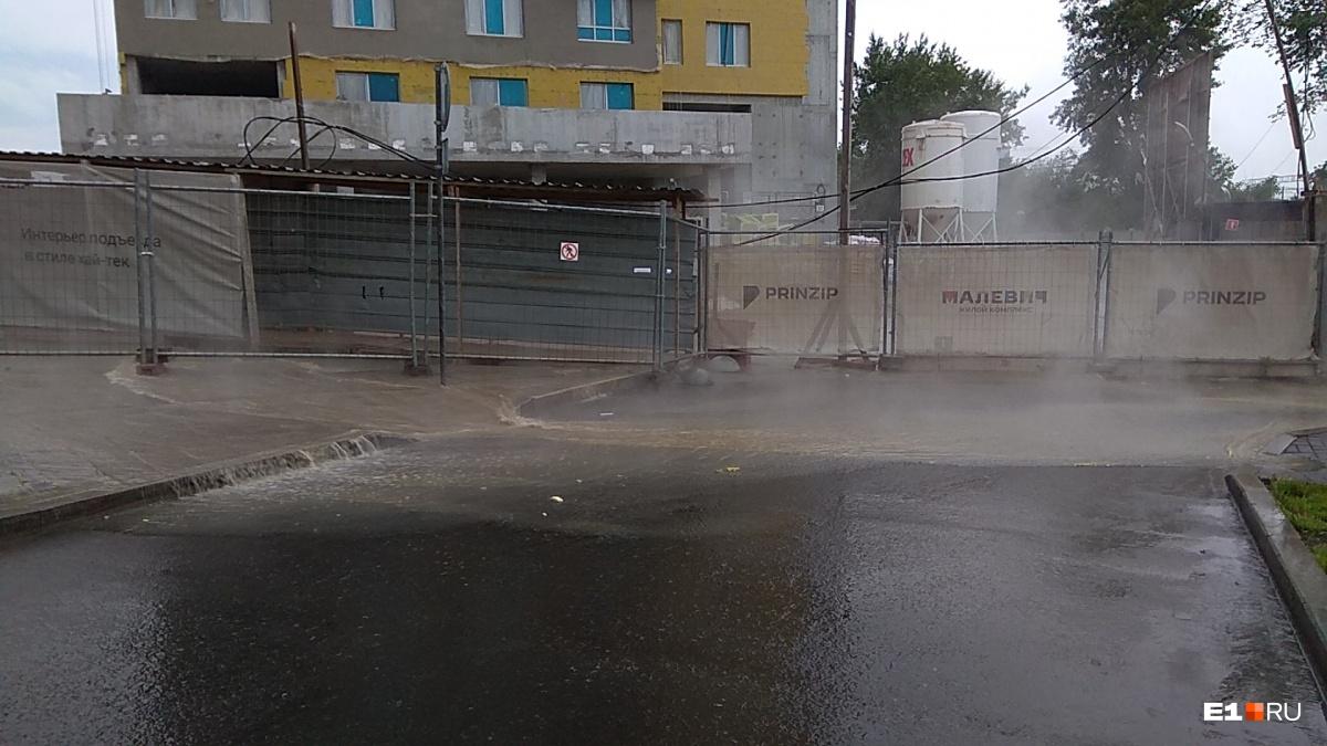 В Трамвайном переулке потоп