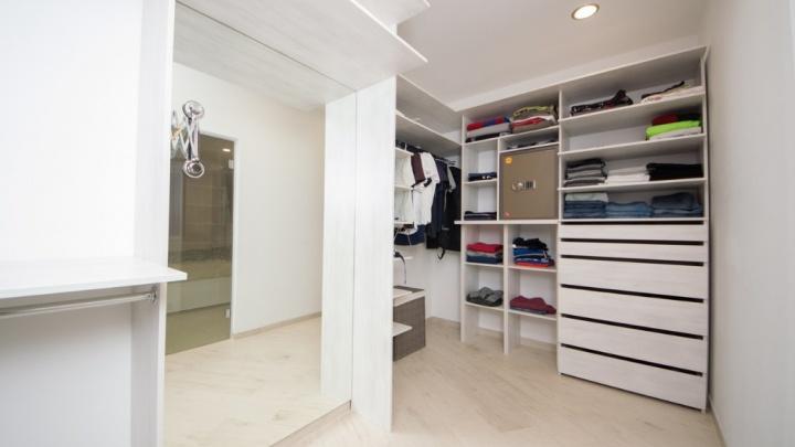 Выручай-комната: вместительная гардеробная в квартире