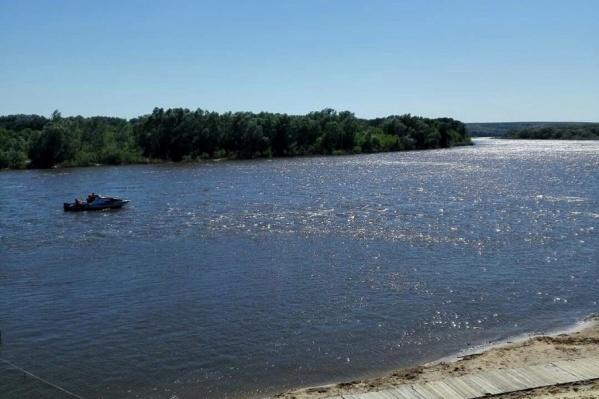 Во время купания в реке стоит быть предельно аккуратным