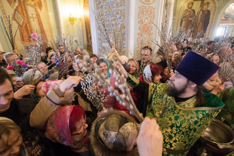 В Челябинске верующие отмечают Вербное воскресенье