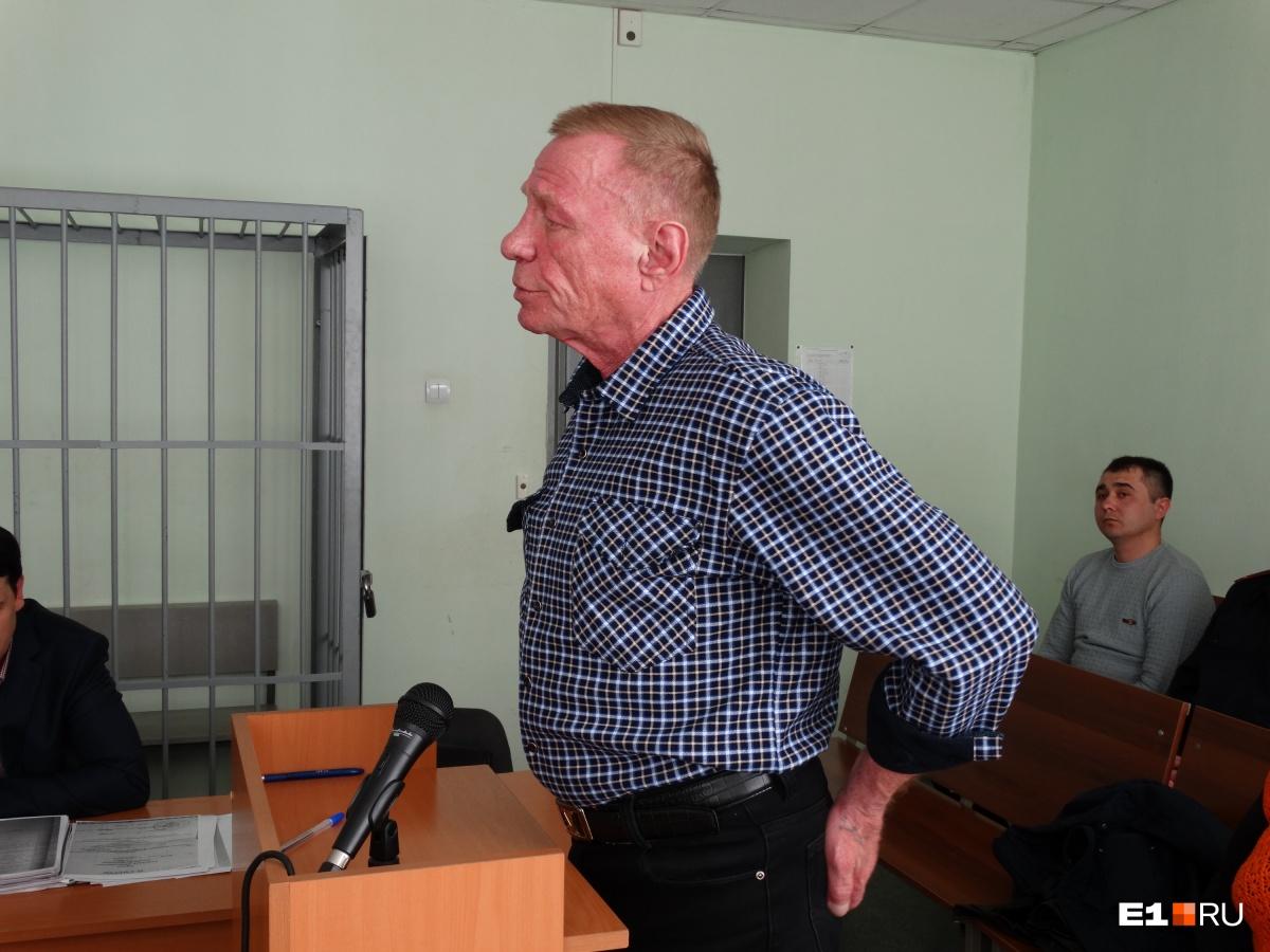 Виталий Дружков в суде. Во время аварии он ударился головой о стойку и повредил руку