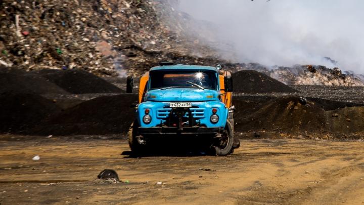 «Грохот стоит в радиусе километра»: новосибирцы пожаловались на мусоровозы, которые работают ночью
