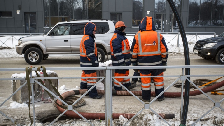 Пора копать: коммунальщики разроют проспект Дзержинского рядом с больницей № 2