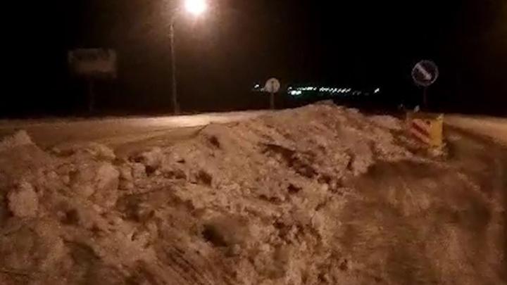 «Просто завалили тоннами снега»: жителям пригорода закрыли привычную дорогу до Челябинска