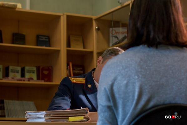 Силовики считают, что женщина воспользовалась служебным положением в личных целях
