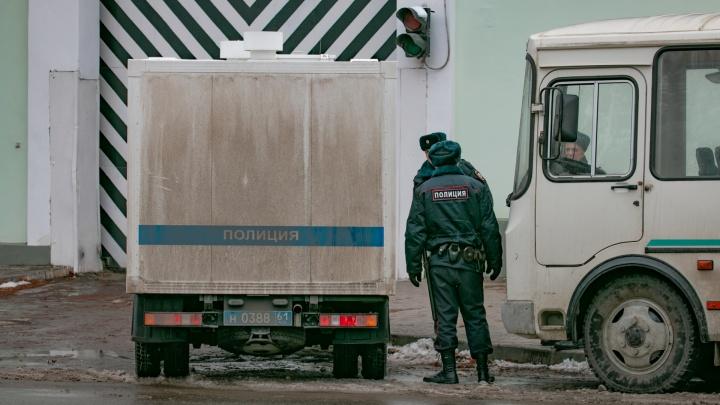 Грозит 10 лет тюрьмы за 20 тысяч рублей: на Дону вооруженный грабитель напал на офис микрозаймов