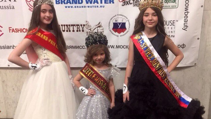 Три девочки из Новосибирска заняли призовые места на конкурсе красоты в Москве