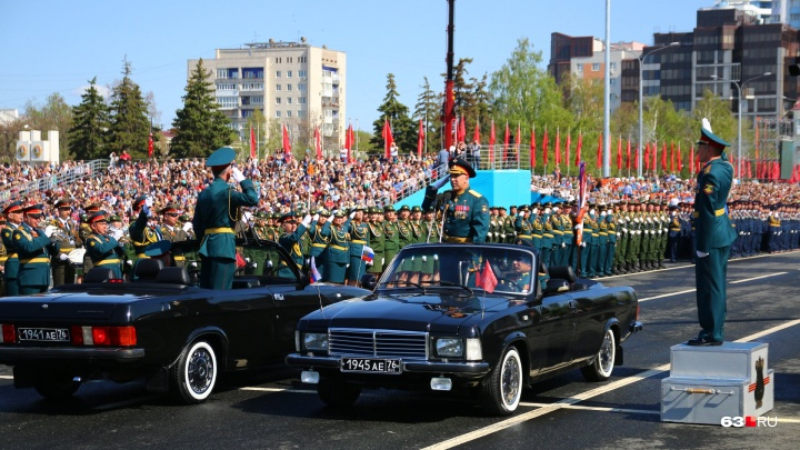 Будут стрелять: власти назвали даты репетиций парада Победы на площади Куйбышева