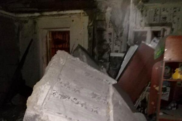 От взрыва газа рухнули бетонные перекрытия
