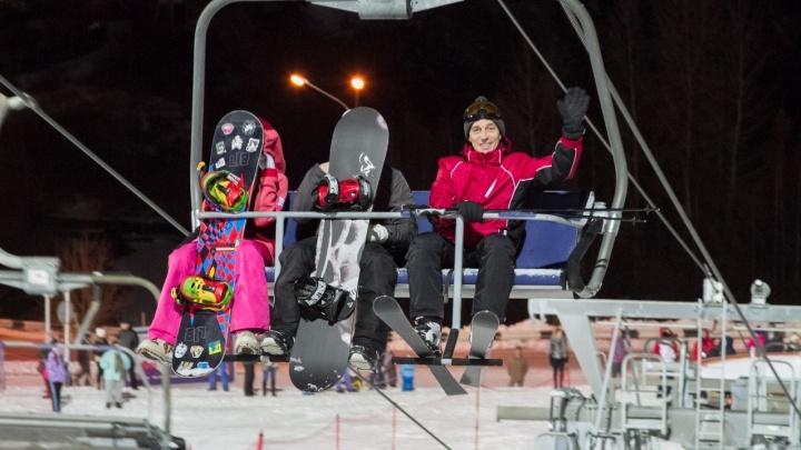 «Бобровый лог» по плану открыл горнолыжный сезон и объявил о повышении цен на подъемники